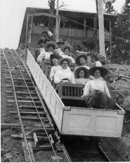 Photo_of_a_Manitou_Incline_Railway_box_car,_1908